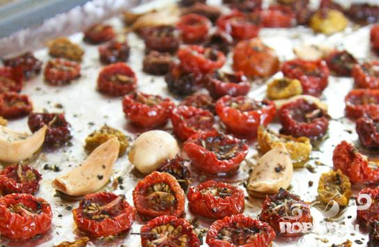 Помидоры-черри со специями, сушеные в духовке - фото шаг 3