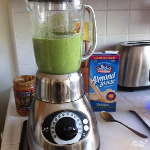 Зеленый коктейль с финиками - фото шаг 3