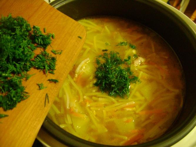 Суп с вермишелью в мультиварке - фото шаг 7