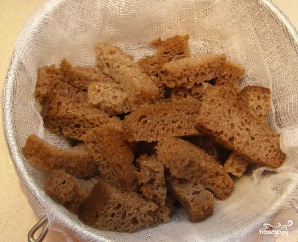 Квас в домашних условиях из хлеба - фото шаг 4