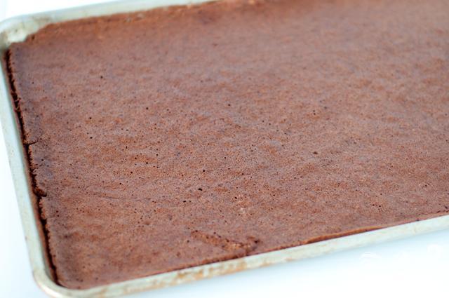 Праздничные шоколадные пирожные с глазурью - фото шаг 1