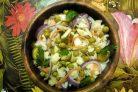 Салат из квашеной капусты и огурцов