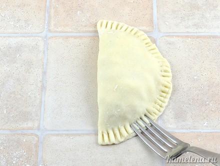 Пирожки с курицей и сыром - фото шаг 11