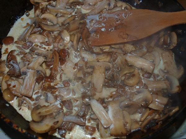 Медальоны из курицы с грибами - фото шаг 4