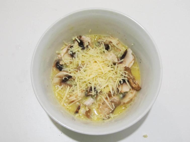 Омлет с грибами и сыром - фото шаг 3