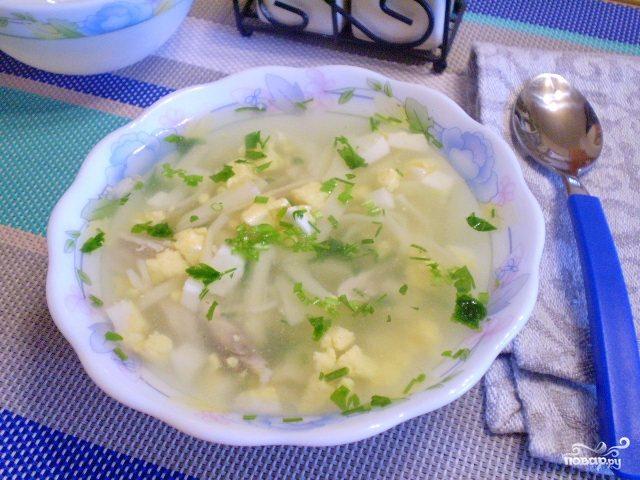 Суп с зеленью и яйцом