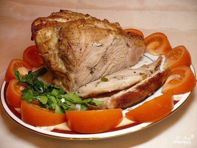 Мясо с чесноком в духовке