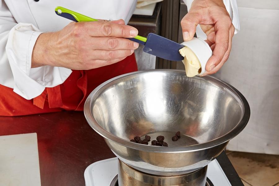 Рецепт Брауни с клюквенным мороженым