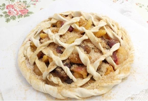 Пирог из слоеного теста с ягодами - фото шаг 3