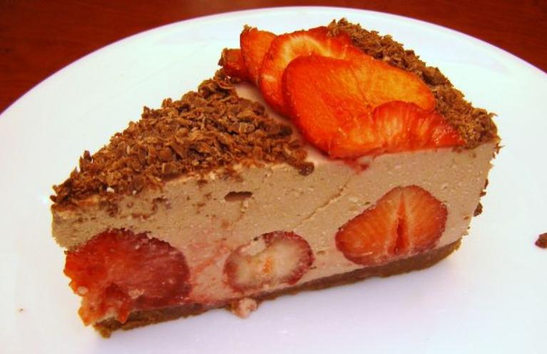 Клубнично-шоколадный торт с творожной прослойкой - фото шаг 20