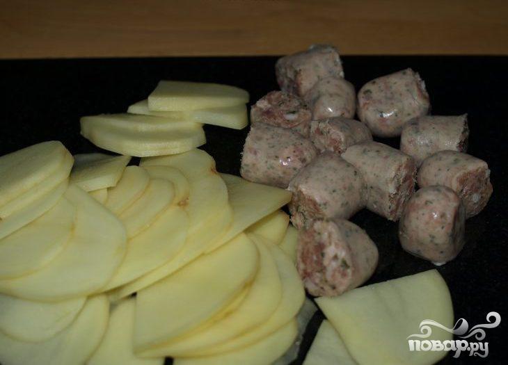 Колбасная запеканка с помидорами и фасолью - фото шаг 1