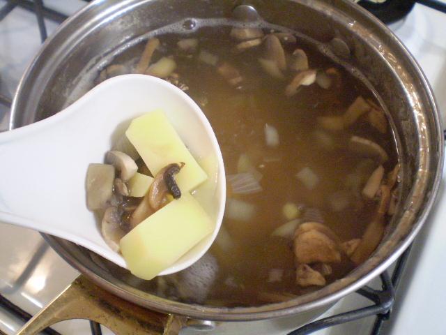 Щавелевый суп с грибами - фото шаг 4