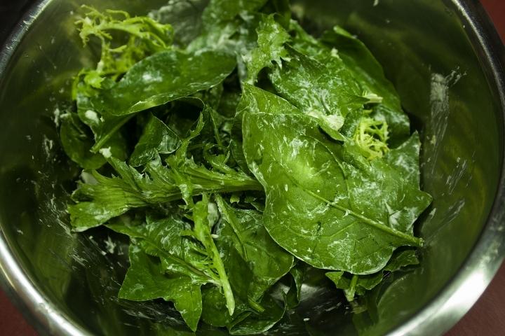 Салат с копченым угрем - фото шаг 2