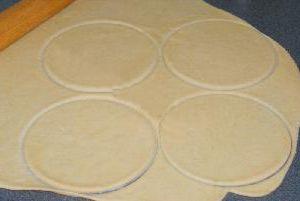 Пирожки с грибами и луком - фото шаг 5