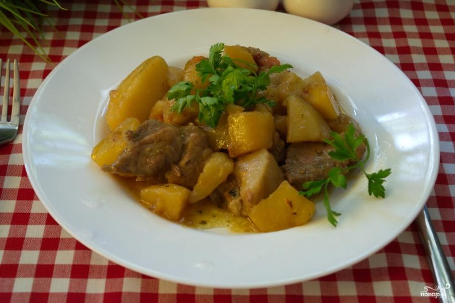 Свинина с картофелем в духовке - фото шаг 6