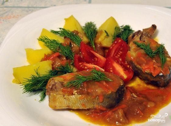 Горбуша, тушенная с овощами