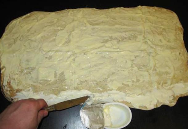 Лаваш с рыбой и плавленым сыром - фото шаг 2