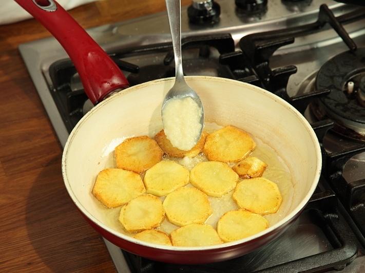 Отбивные на косточке с картошкой - фото шаг 6
