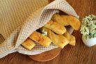 Хлебные палочки с чесноком