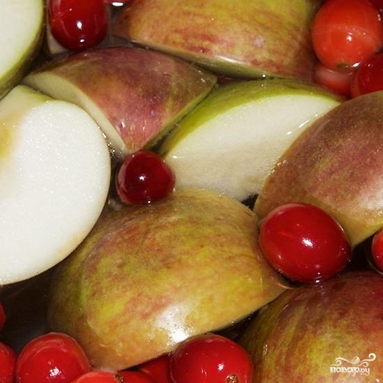 Компот из яблок и клюквы - фото шаг 5
