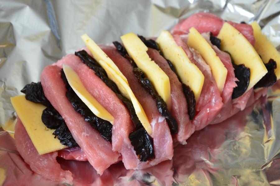 Рецепт Говядина в духовке с черносливом