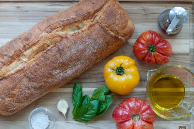 Рецепт Брускетта с помидорами и базиликом