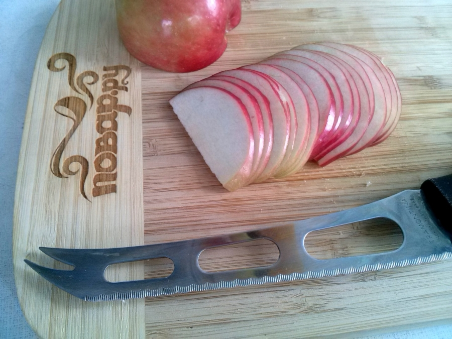 Слойки с яблоками из слоеного бездрожжевого теста - фото шаг 2