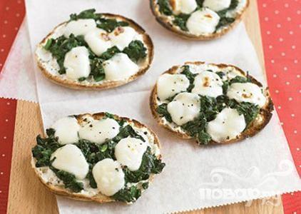 Рецепт Мини-пиццы со шпинатом и сыром