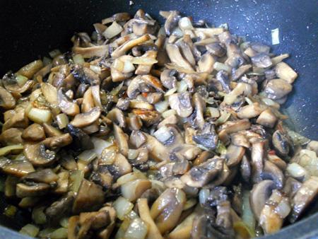 Карп, фаршированный грибами - фото шаг 4