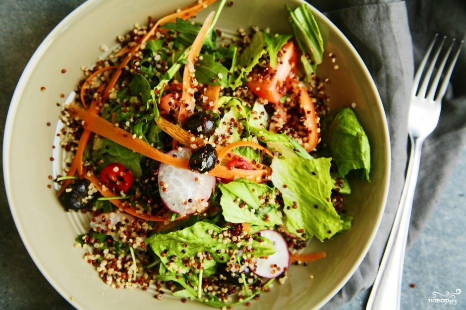 Салат из киноа с овощами