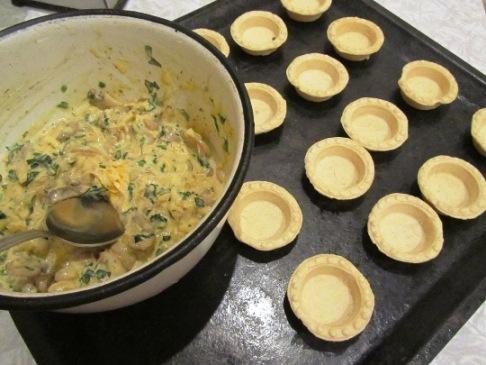 Салат в тарталетках с грибами - фото шаг 2