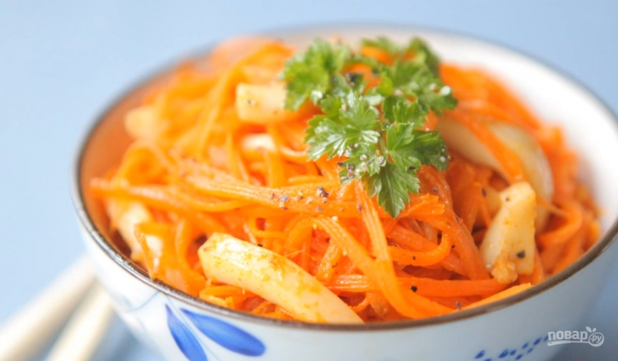 Салат из морепродуктов и корейской моркови
