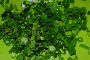 Яичница с зеленью - фото шаг 3