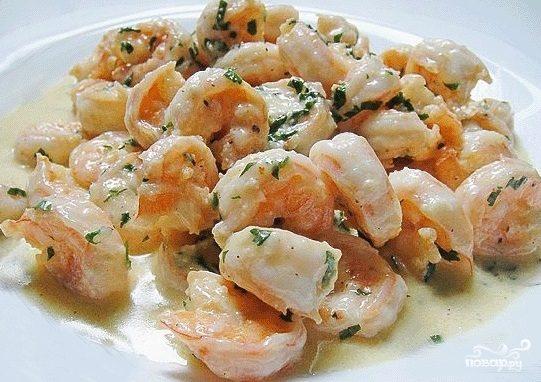 Креветки в сливочно-чесночном соусе с рисом