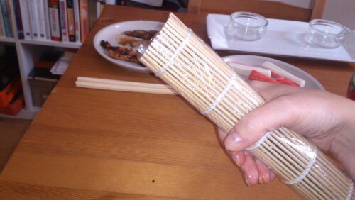 Суши с огурцом и крабовыми палочками - фото шаг 6