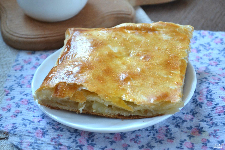 Пирог из слоеного теста с яблоками