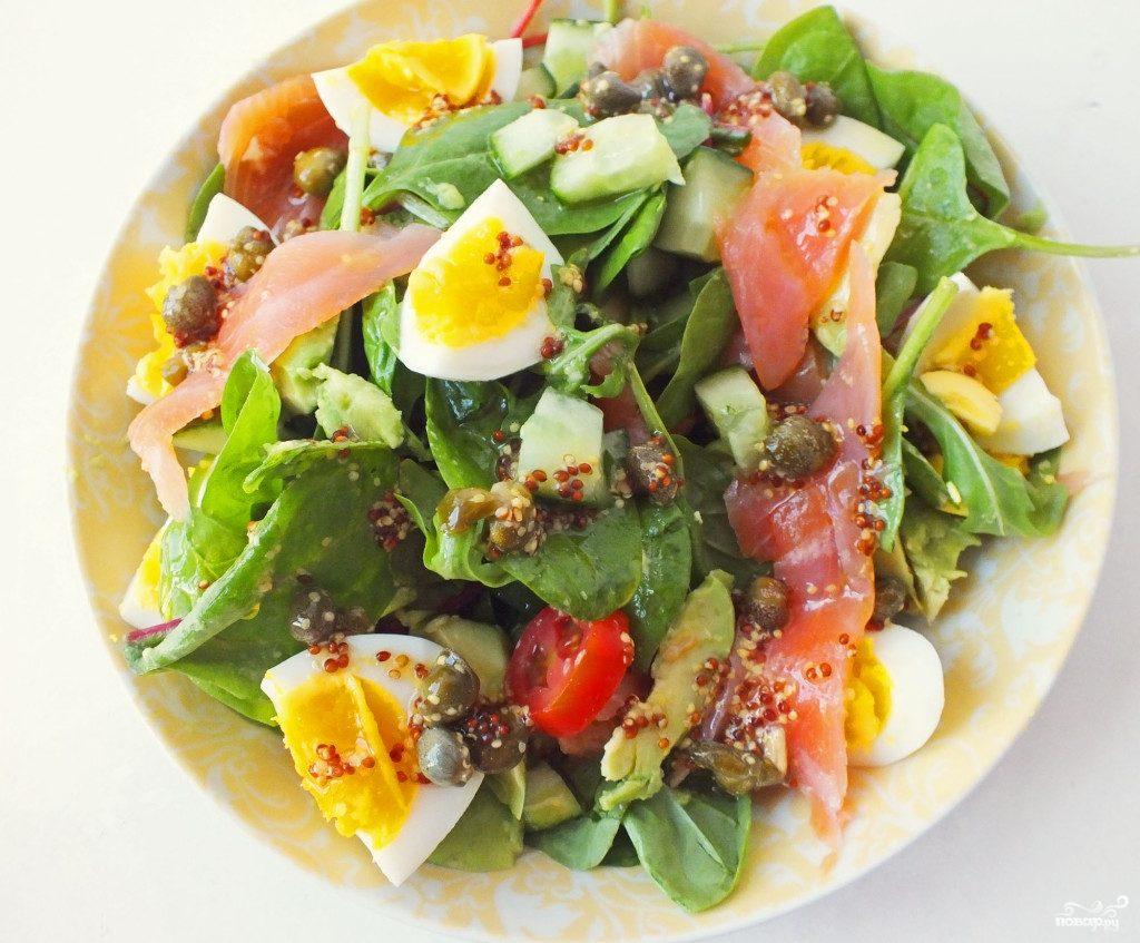 Салат с семгой и яйцом