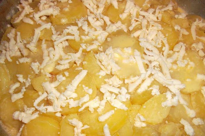 Картофельная запеканка с капустой - фото шаг 8