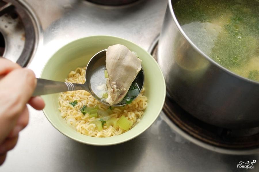 Куриный суп с лапшой роллтон - фото шаг 5