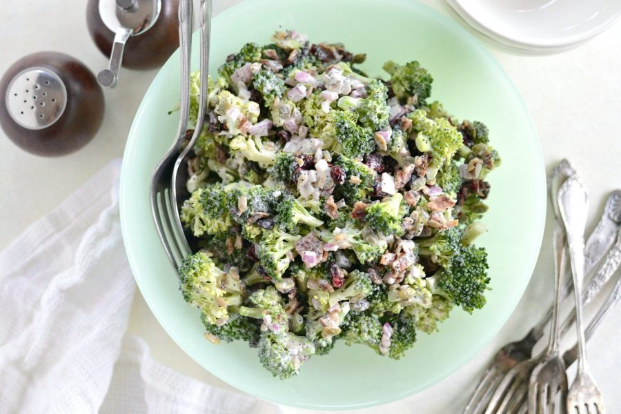Салат с брокколи и беконом
