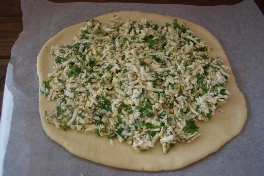 Пирог с зеленью и брынзой - фото шаг 6