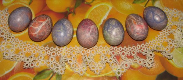 Яйца, крашенные нитками - фото шаг 6