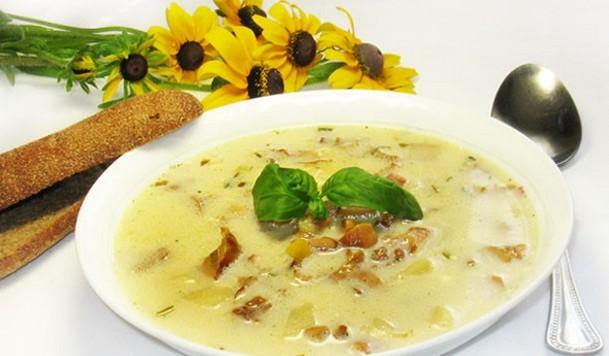 Суп с лисичками и сыром - фото шаг 4