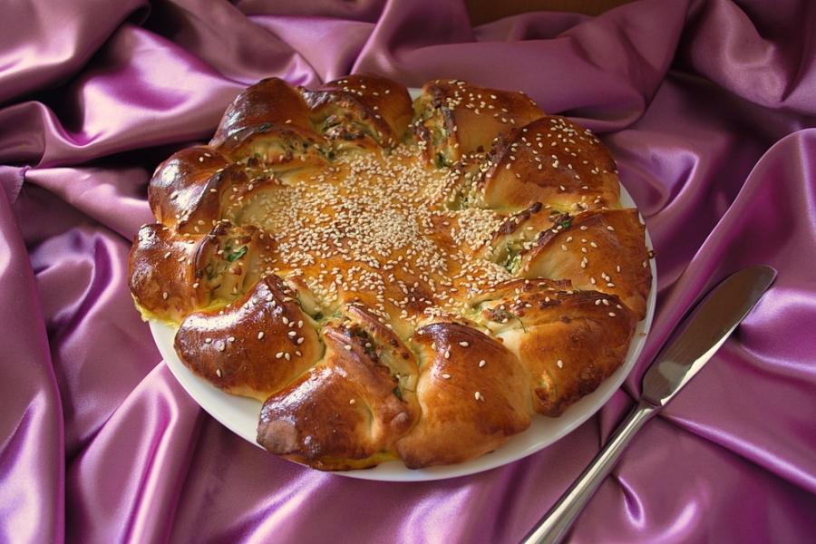 Пирог с зеленью и брынзой - фото шаг 11