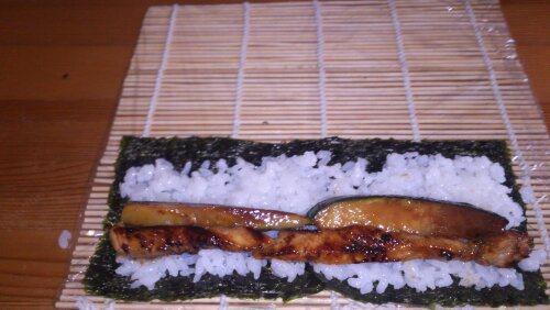 Суши с огурцом и крабовыми палочками - фото шаг 4