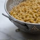 Рецепт Салат с макаронами, зеленым луком и сыром