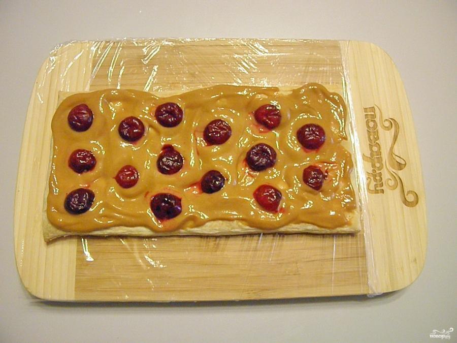 Торт из слоеного теста со сгущенкой - фото шаг 7