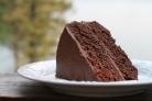 Шоколадный торт с пахтой и сахарной глазурью