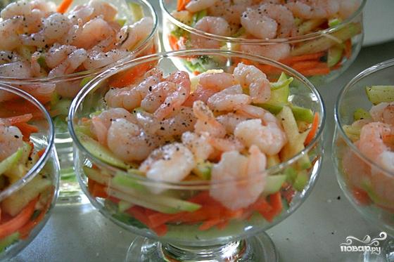 Простой салат из креветок - фото шаг 4