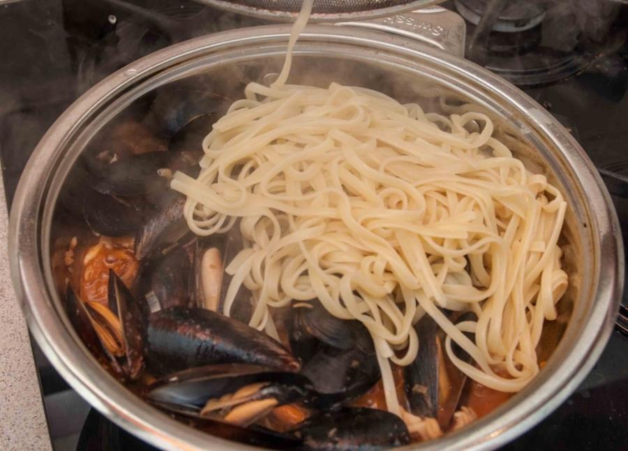 Паста с морепродуктами - фото шаг 6